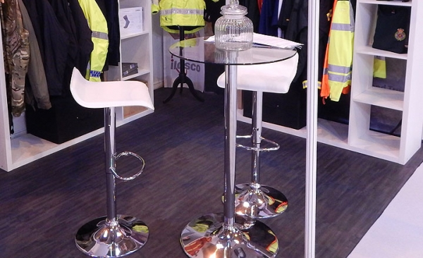 Exhibition stools & poseur tables